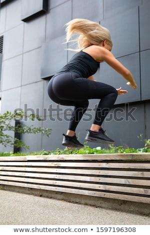 fitness · vrouw · springen · buitenshuis · springen · verbazingwekkend - stockfoto © boggy