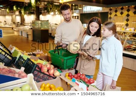 moeder · dochter · kopen · vers · fruit · supermarkt · meisje - stockfoto © pressmaster