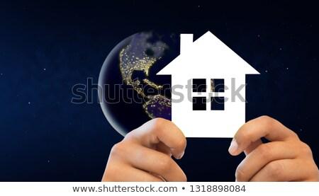 手 白い家 地球 スペース 1泊 ストックフォト © dolgachov