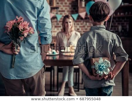 matka · syn · kwiaty · bukiet · szczęśliwy · młodych - zdjęcia stock © elenaphoto