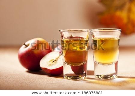 Appel brandewijn tabel Rood appels gedekt Stockfoto © stevanovicigor