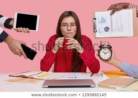 jóvenes · morena · mujer · de · negocios · gafas · escritorio · idea - foto stock © sebastiangauert