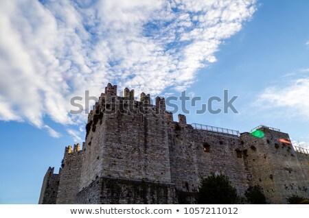 Witte muur blauwe hemel bouw achtergrond Blauw Stockfoto © meinzahn