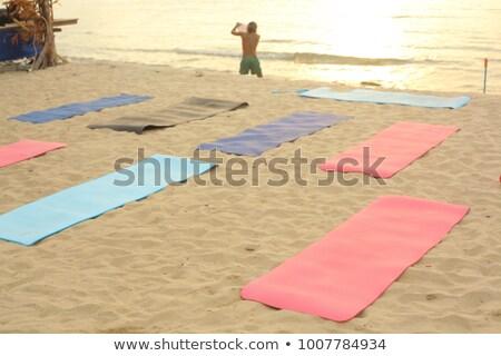 Adam yoga mat plaj tanınmaz gökyüzü ışık Stok fotoğraf © HASLOO