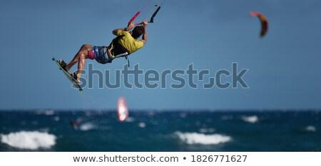 Papírsárkány beszállás sok égbolt óceán ugrás Stock fotó © smuki