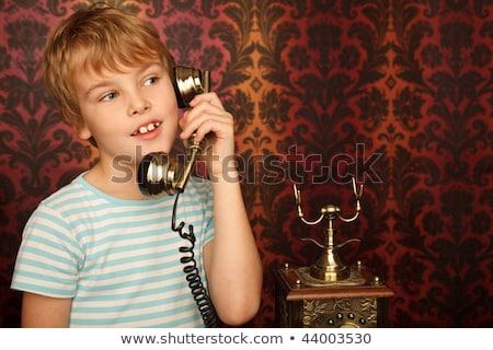 Zdjęcia stock: Portret · chłopca · tshirt · mówić · starych · telefonu