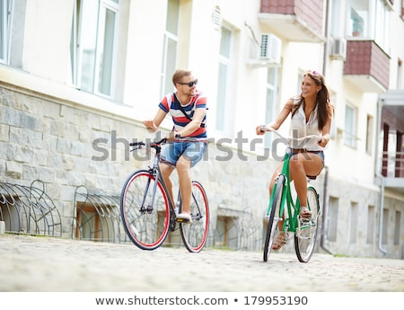 ストックフォト: 二人 · 自転車 · 会話 · 輸送 · 幸福 · 立って