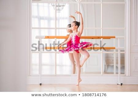 ballerina · poseren · dans · hal · glimlachend · zwarte - stockfoto © bezikus
