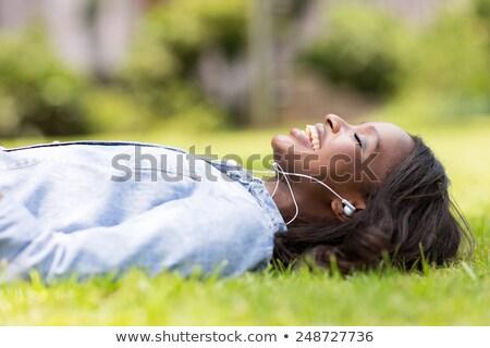 Afrikaanse jonge vrouw buitenshuis park luisteren Stockfoto © deandrobot