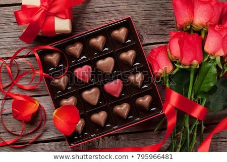 día · de · san · valentín · rosas · rojas · chocolate · tarjeta · de · felicitación · corazón · cuadro - foto stock © karandaev