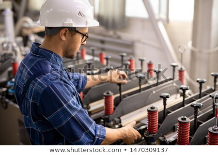 Ingenieur helm werkkleding testen nieuwe industriële Stockfoto © pressmaster