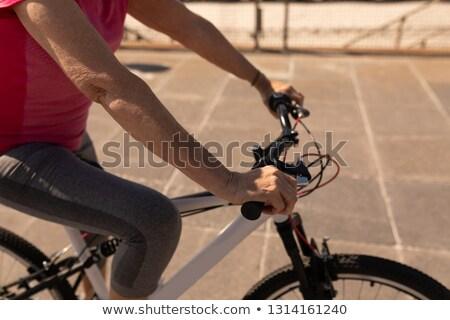 Középső rész idős nő lovaglás bicikli promenád Stock fotó © wavebreak_media