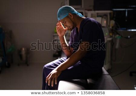 Vue de côté nerveux Homme chirurgien séance tête Photo stock © wavebreak_media