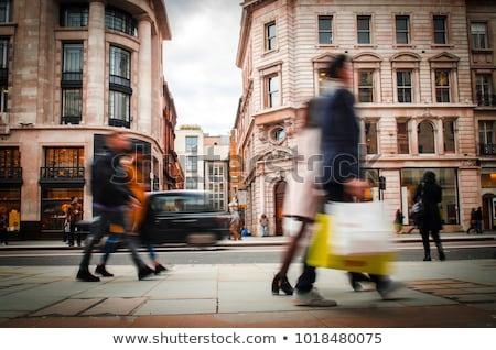 Winkelen detailhandel store vrouw goederen lijst Stockfoto © jossdiim