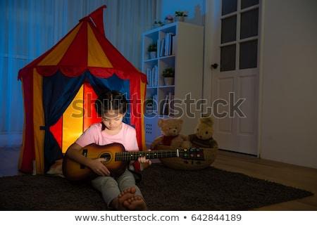 Bonitinho little girl violão casa rústico Foto stock © boggy