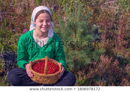 lächelnd · Mädchen · halten · Brombeeren · Hand · Frau - stock foto © dash