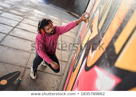 Sessão grafite menina escuta música batida Foto stock © jarp17