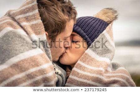 Para naturalnych kiss portret Zdjęcia stock © lunamarina