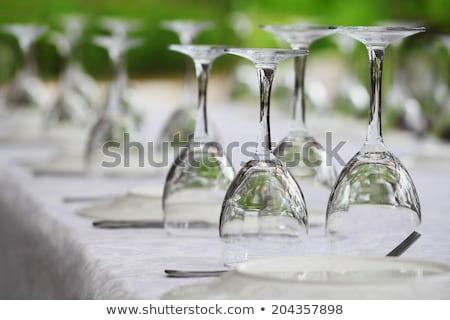 Muitos vazio copos de vinho de cabeça para baixo branco Foto stock © aetb