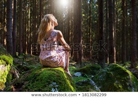 Piękna boso blond kobieta posiedzenia krzyż Zdjęcia stock © dash
