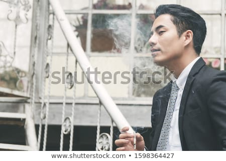 Stok fotoğraf: Genç · iş · adamı · düşünme · sigara · içme · sigara · siyah