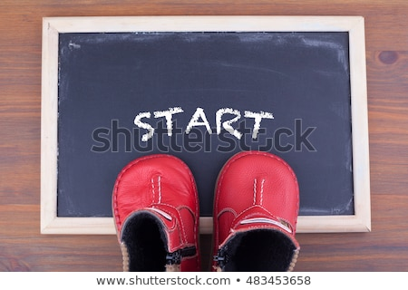 Nino zapatos palabra solución mesa de madera oficina Foto stock © fuzzbones0