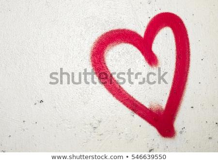 Rosso a forma di cuore graffiti simbolo muro vernice Foto d'archivio © stevanovicigor