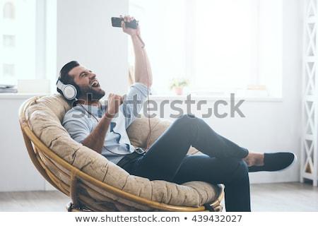 fiatalember · hallgat · portré · boldog · tart · kéz - stock fotó © nyul