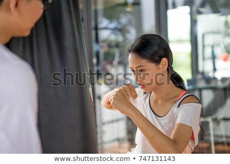 zagęszczony · młodych · silne · sportowe · pani - zdjęcia stock © deandrobot