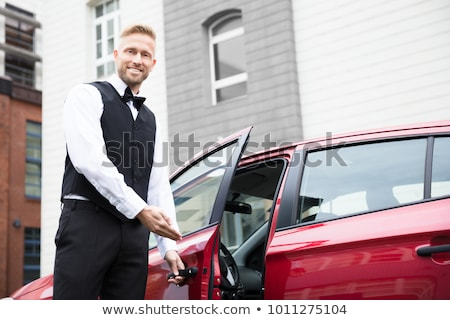 Stockfoto: Glimlachend · jonge · mannelijke · opening · auto · deur