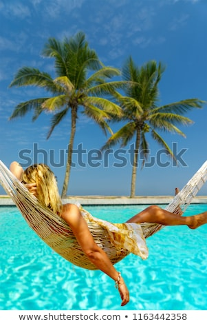 Vakáció boldog fiatal nő ül hinta élvezi Stock fotó © galitskaya