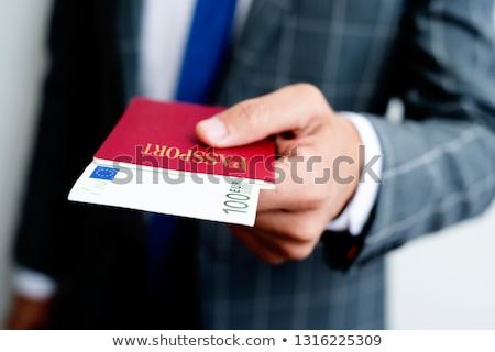 Foto stock: Empresario · 100 · euros · pasaporte · primer · plano · jóvenes