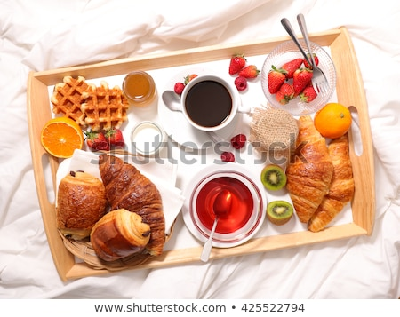 Herbaty rogaliki śniadanie jagody drewniany stół górę Zdjęcia stock © karandaev