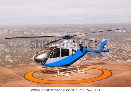 Helicóptero telhado homem transporte aviação Foto stock © jossdiim
