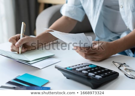 boldog · üzletasszony · számla · fiatal · számológép · üzlet - stock fotó © andreypopov