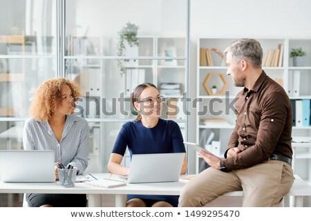 Kaukasisch zakenvrouw collega luisteren leider gelukkig Stockfoto © pressmaster