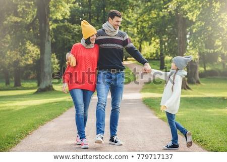 Ao ar livre retrato afetuoso família andar parque Foto stock © vkstudio