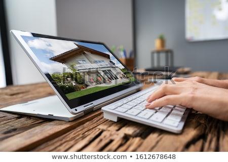 Néz ingatlan tulajdon online otthon fotók Stock fotó © AndreyPopov
