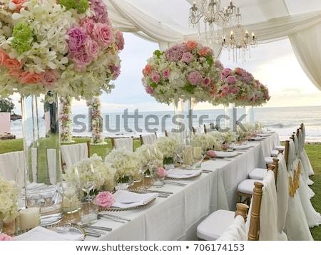 Bloemen paars witte bloemen tabel Stockfoto © KMWPhotography