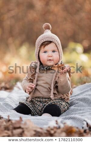 Cute bébé séance couverture parc vue de côté Photo stock © wavebreak_media
