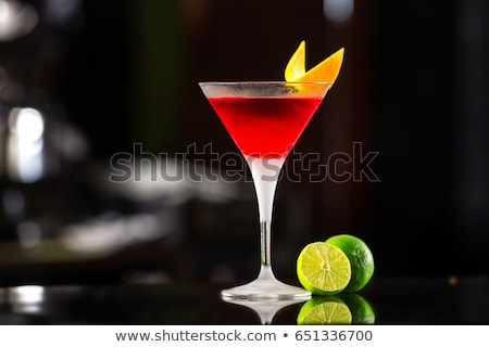 красный космополитический коктейль служивший ломтик извести Сток-фото © netkov1