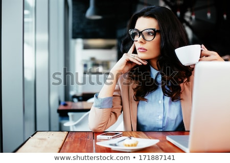 Pensieroso attrattivo seduta tavola cafe Foto d'archivio © deandrobot