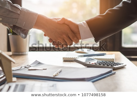 Signature contrat image partenaires handshake affaires Photo stock © pressmaster