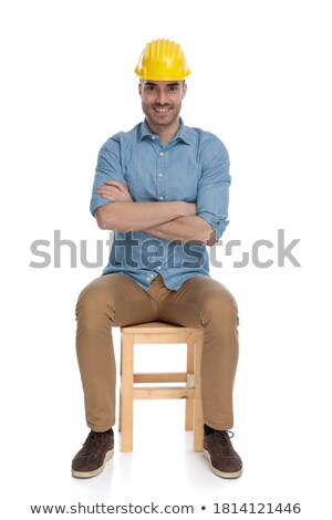 Glücklich jungen sitzend Mann lächelnd halten Stock foto © feedough
