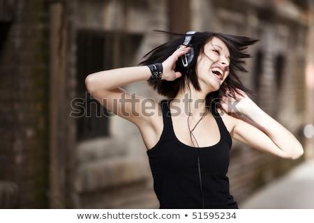 Gelukkig vrouw mp3-speler bed vrouwelijke t-shirt Stockfoto © IS2