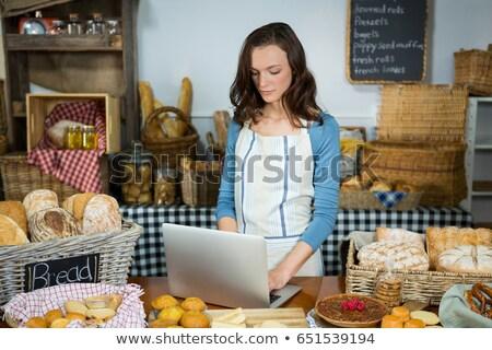 農家 · ノートパソコン · 干し草の山 · コンピュータ · 教育 · ファーム - ストックフォト © wavebreak_media