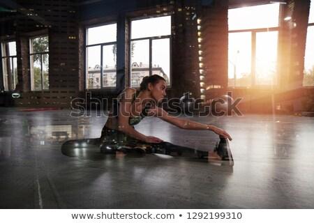 forte · determinado · feminino · atleta · braço - foto stock © alphaspirit