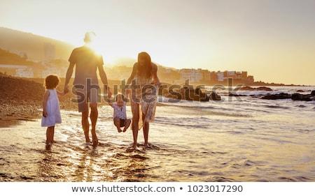 Filha piggyback praia retrato mães Foto stock © AndreyPopov