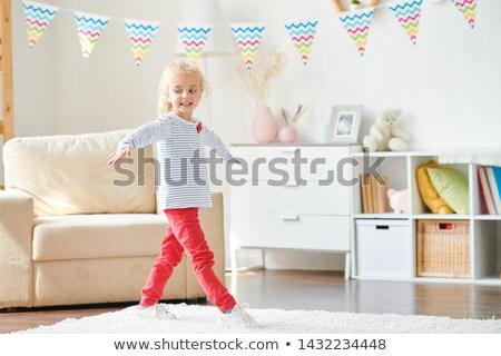 Casuale bambina pullover rosso jeans braccia Foto d'archivio © pressmaster