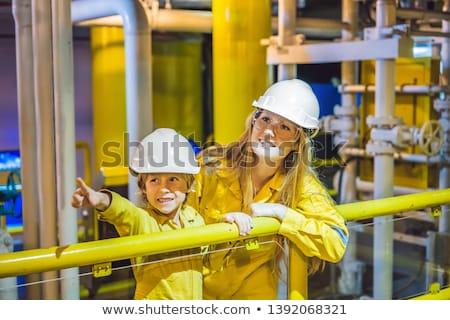 człowiek · chłopca · maszyny · pracy · oleju · luźny - zdjęcia stock © galitskaya